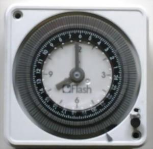 zeitschaltuhr 12v oder 24v dc ac mit einen wechslschalter. Black Bedroom Furniture Sets. Home Design Ideas